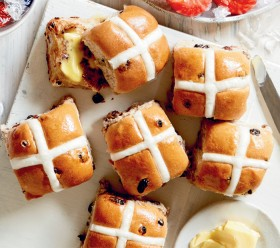 Coles-Traditional-Fruit-Hot-Cross-Buns-6-Pack on sale