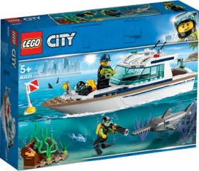 LEGO-City-Diving-Yacht-60221 on sale
