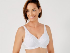 Triumph-Embroidered-Minimiser-Underwire-Bra on sale